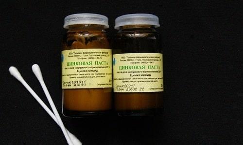 Активные вещества, содержащиеся в цинковой пасте, способствуют устранению воспаления и раздражения кожи
