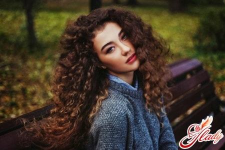 Особенности ухода за длинными кудрявыми волосами