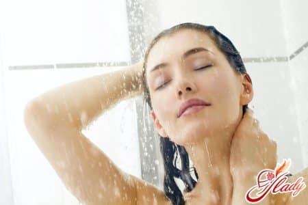 Контрастный душ для упругости груди