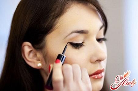 как научиться рисовать стрелки на глазах красиво