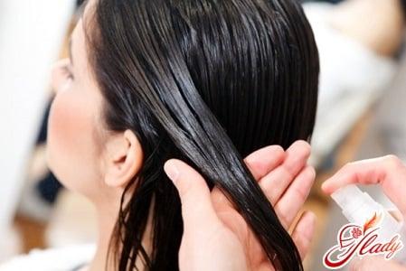 нанесение укрепляющего масла на волосы