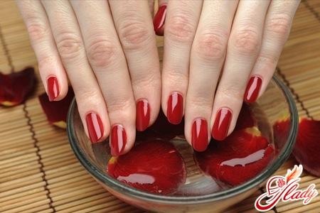 Салонные процедуры по уходу за ногтями