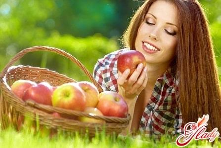 причиной жирности волос может послужить неправильное питание