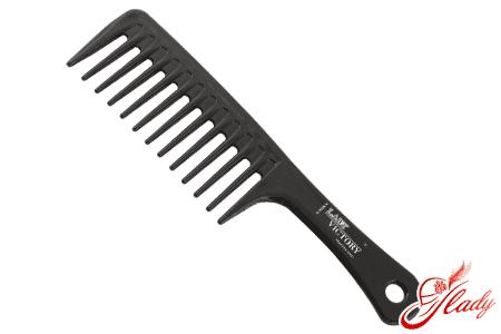 Правильная расческа для кудрявых волос